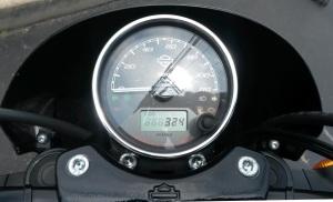 MotoADVR_HDstreet500speedo