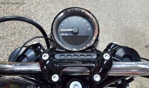 MotoADVR_Harley-Davidson_Roadster_Instruments
