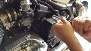 MotoADVR_TriumphAmerica_BatteryStrap