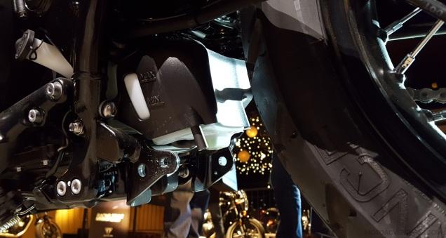 triumph-street-scrambler-coolant-resevior-motoadvr