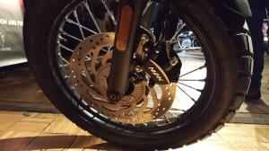 triumph-street-scrambler-front-brakes-motoadvr