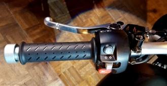 triumph-street-scrambler-left-grip-motoadvr