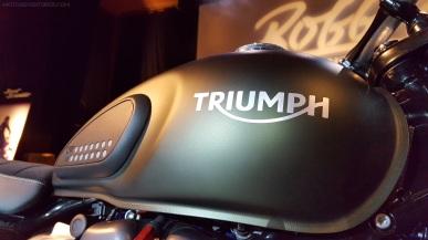 triumph-street-scrambler-tank-right-motoadvr