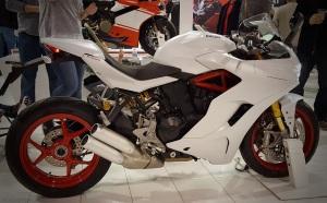 2017-ducati-super-sport-side-motoadvr