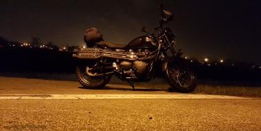 Triumph Scrambler Rainy Night MotoADVR