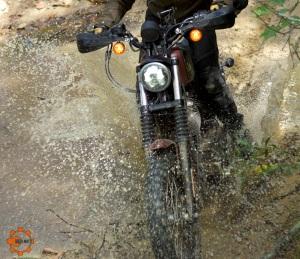 Hugo Scrambler in Mud